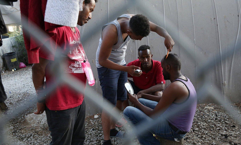 Iheslari talde bat Moriako kanpalekuan, Lesbos uhartean. ©ORESTIS PANAGIOTOU / EFE