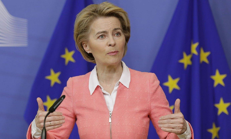 Ursula von der Leyen Europako Batzordeko lehendakaria, atzo, batzordeko bileraren osteko agerraldian. ©O. HOSLET / EFE