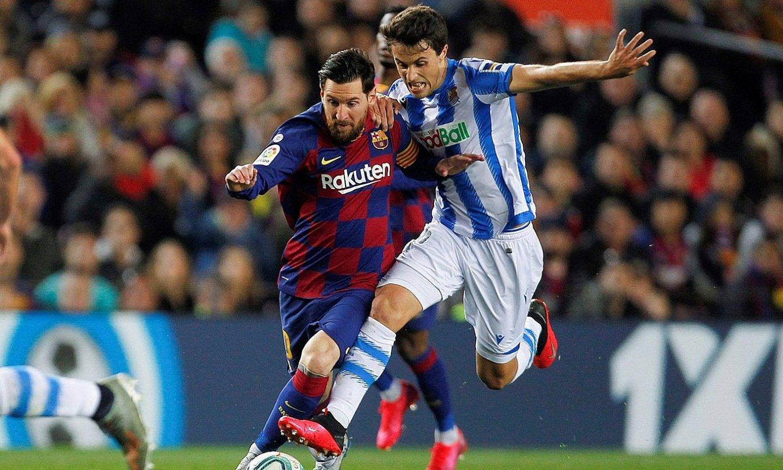 Leo Messi Bartzelonakoa eta Ander Gebara Realekoa, lehian, atzoko norgehiagokan. ©QUIQUE GARCIA / EFE