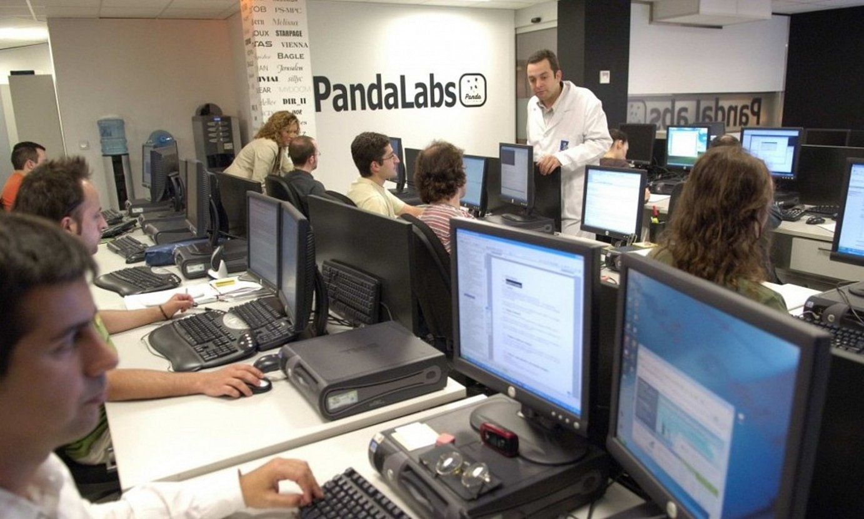 Panda Securityko langileak, enpresaren bulegoetako batean. ©PANDA SECURITY