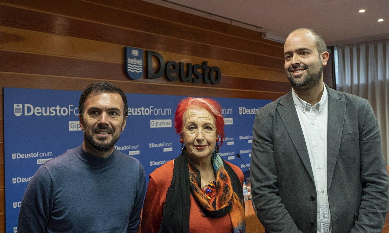 Xabier Madariaga, Rosa Maria Calaf eta Felix Arrieta, atzo, Donostian. ©JON URBE / FOKU