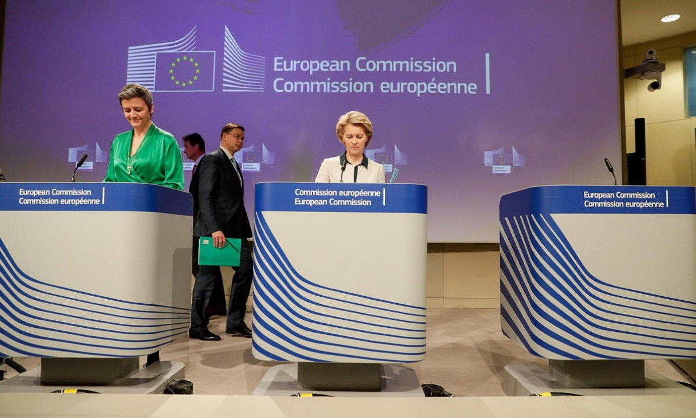 Europako Batzordeko buruak: Vestager presidenteordea eta Von der Leyen presidentea. / STEPHANIE LECOCQ / EFE