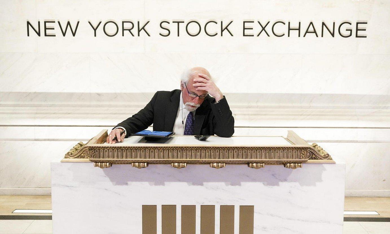 Wall Streeteko bitartekari bat joan den astelehenean, burtsako podiumean. ©JUSTIN LANE / EFE
