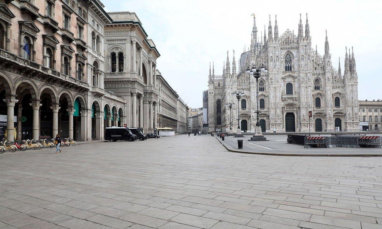 Milango katedralaren plaza erabat hutsik, atzo. ©MATTEO BAZZI / EFE