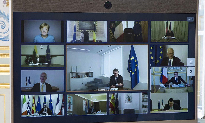 Europar Kontseiluaren bidekonferentzia, Eliseon jarritako pantailan. ©IAN LANGSDON / EFE