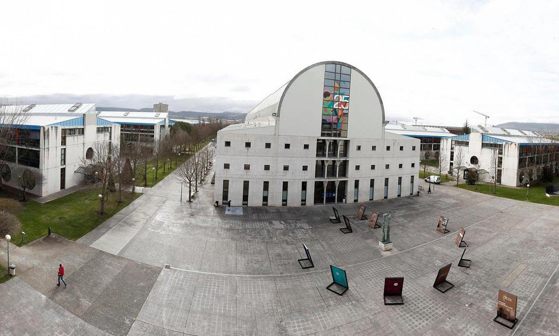 Nafarroako Unibertsitate Publikoko Iruñeko campusa, hutsik, alarma egoera ezarri eta gero. ©JESUS DIGES / EFE