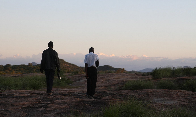 Ngoni Kishowe, ezkerrean; Rural Farmerseko koordinatzailea da, eta Kawereko agroekologia eskola (Zimbabwe) bultzatzen ari da egun. ©OSKAR EPELDE