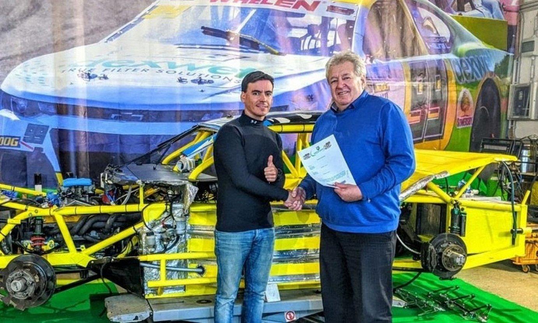 Ander Vilariño, ezkerrean, DF1 Racing taldearekin sinatu zuen egunean. ©ANDER VILARIÑO