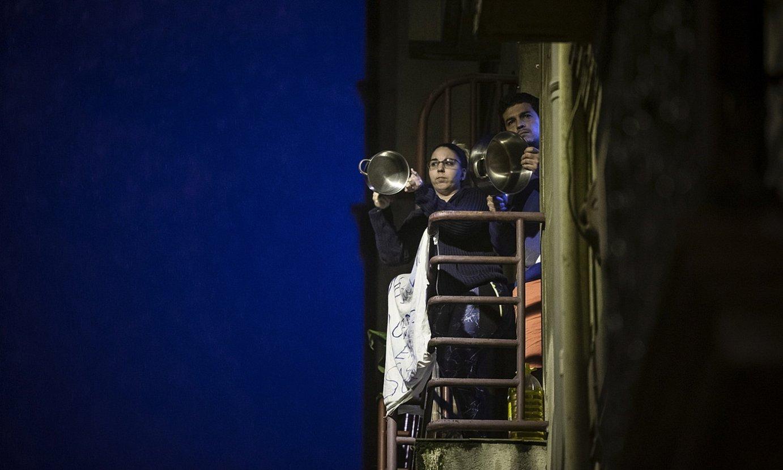 Bilboko San Frantzisko auzoko bizilagun batzuk, Poliziaren gehiegikeriak salatzeko eltze jotzean, joan den astean. ©ARITZ LOIOLA / FOKU