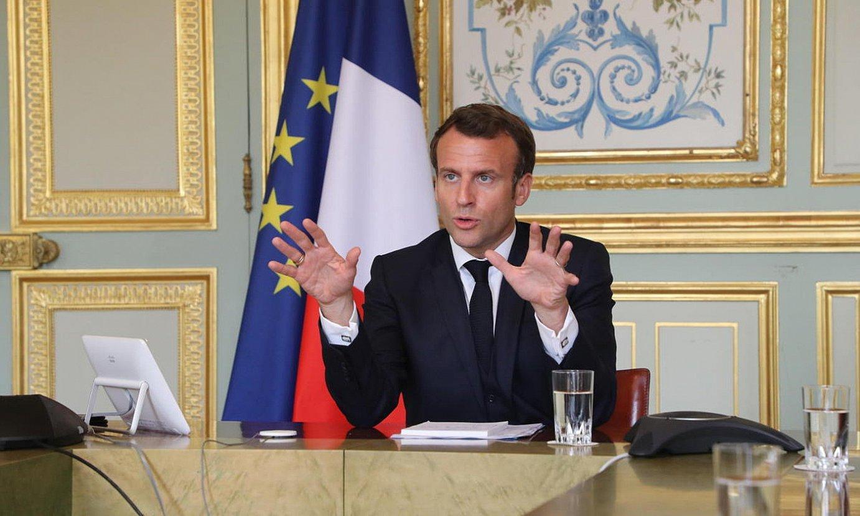 Emmanuel Macron herritarrei mintzatzen, joan den asteazkenean. ©L. MARIN / EFE