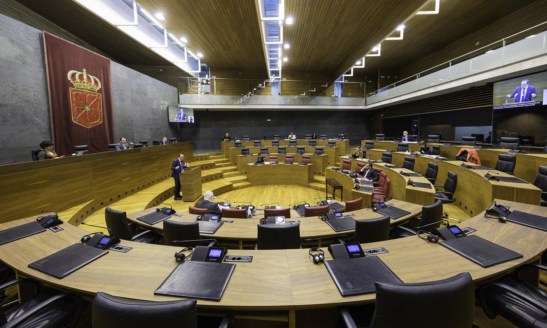 Nafarroako Parlamentua, apirilaren 3ko saioan. Eledunek soilik parte hartu zuten. ©NAFARROAKO PARLAMENTUA