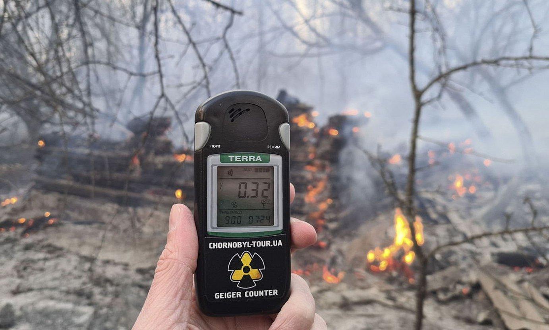 Suhiltzaile bat erradioaktibitatea neurtzen. ©YAROSLAV YEMELIANENKO / EFE