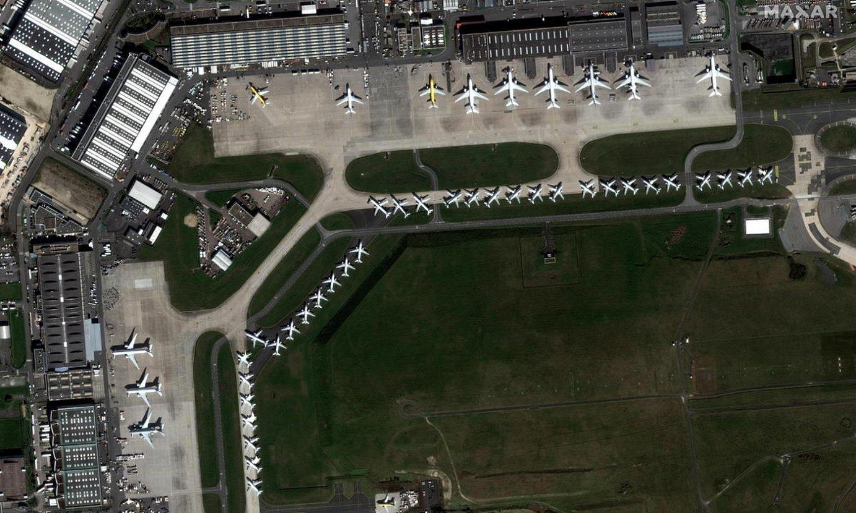 Parisko Charles de Gaulle aireportuan hegazkinak geldi. / MAXAR TECHNOLOGIES / HANDOUT / EFE