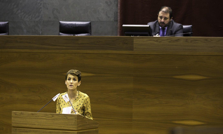 Maria Txibite Nafarroako Gobernuko presidentea, atzo, Nafarroako Parlamentuan. ©BERRIA