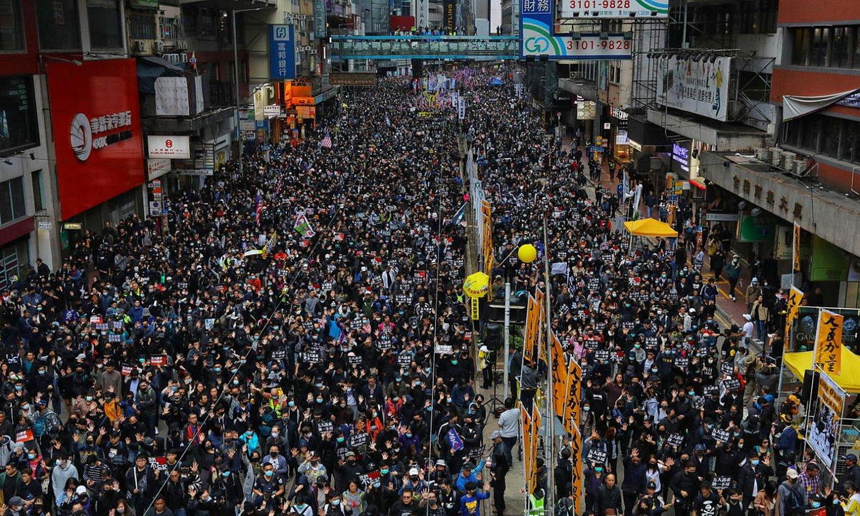 Hong Kongen eginiko protesta jendetsu bat, urtarrilaren 1ean. / VIVEK PRAKASH/ EFE