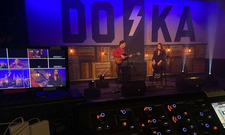 Iker Lauroba eta Leire Letu musikariek parte hartu zuten <em>Doka t'artea</em> saioko lehen emanaldian. ©HAMAIKA