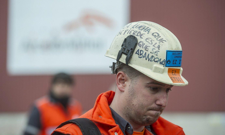 Arcelor Mittaleko langile bat, protesta batean. ©JON URBE / FOKU