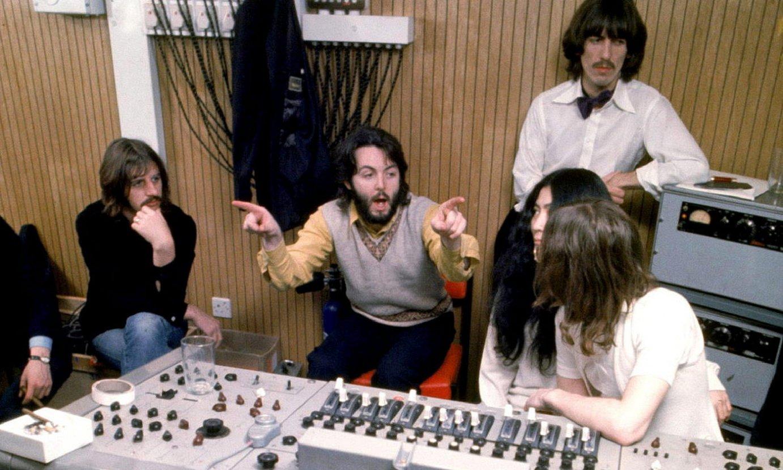 Ringo Starr, Paul McCartney, George Harrison, Yoko Ono eta John Lennon, <em>Let it Be</em>-ren grabazio saio batean. ©ETHAN RUSSELL / EFE
