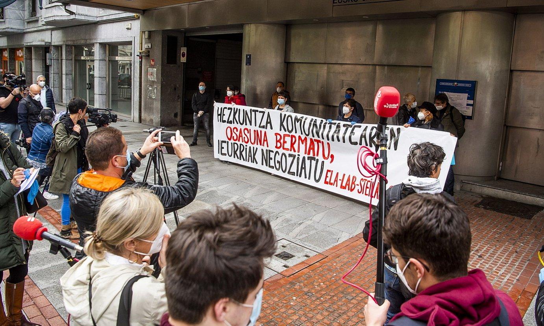 Sindikatuen protesta ikasgeletara itzultzeko planaren aurka. ©L. JAUREGIALTZO / FOKU