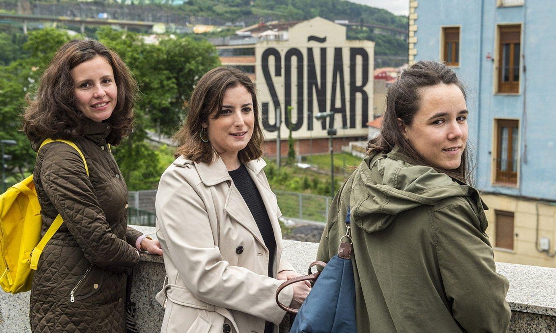 Simona Sobotovicova, Sofia Lucas Areizaga —erdian— eta Casilda Zarauz Goioaga dira ikerketaren egileak. / MARISOL RAMIREZ / FOKU