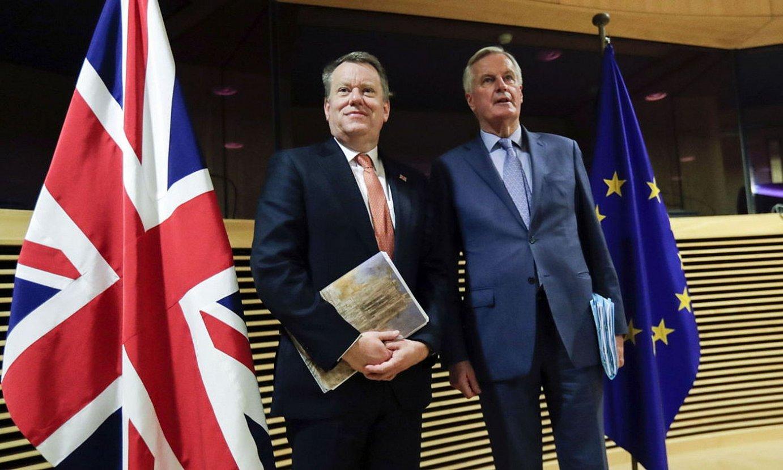 Martxoaren 2an abiatu zituzten negoziazio berriak David Frostek eta Michel Barnierrek. ©OLIVIER HOSLET / EFE