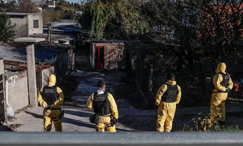 Polizia Buenos Aires hiriburuko Auzo Urdina zaintzen, joan den maiatzaren 27an. / JUAN IGNACIO RONCORONI / EFE