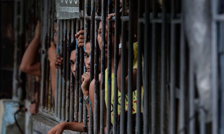 Hainbat preso Manila hiriburuko espetxe batean. ©MARK R. CRISTINO / EFE