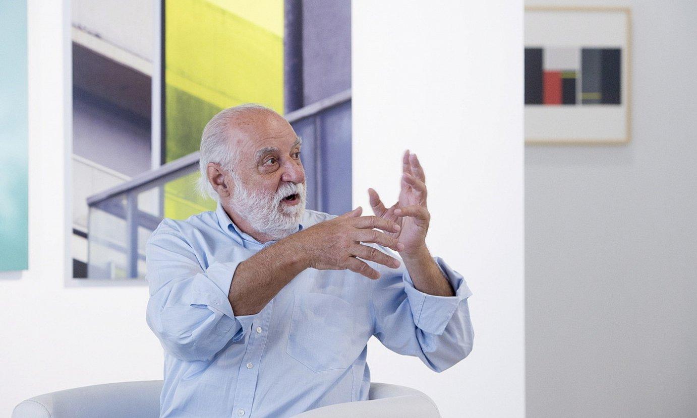 Javier Mina, haren artelanak erakusten. ©IÑIGO URIZ / FOKU