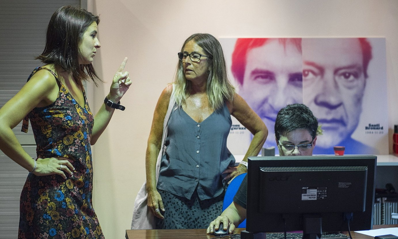 Begoña Galdeano eta Ane Muguruza Egiari Zor fundazioko kideak, atzo, Bilboko agerraldian. ©MARISOL RAMIREZ / FOKU