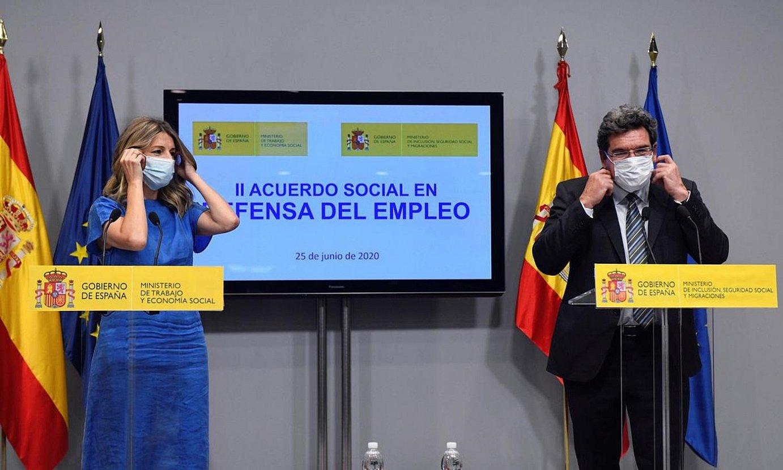 Diaz Lan ministroa eta Escriva Gizarte Segurantzakoa, atzo. ©VICTOR LERENA / EFE