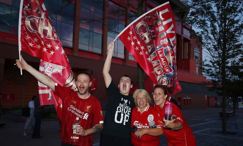 Liverpooleko zaleak, titulua ospatzen, Anfield Roaden. ©LYNNE CAMERON / EFE