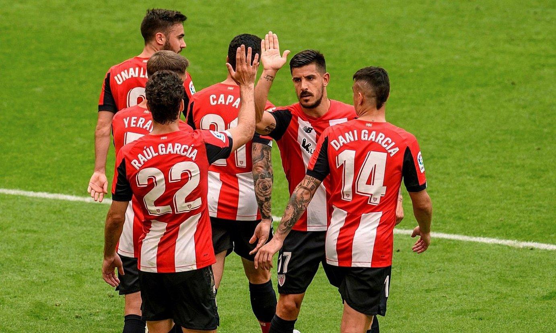 Athleticeko jokalariak, Raul Garciak penaltiz sartutako gola ospatzen. Partidako aurreneko gola izan zen. ©JAVIER ZORRILLA / EFE