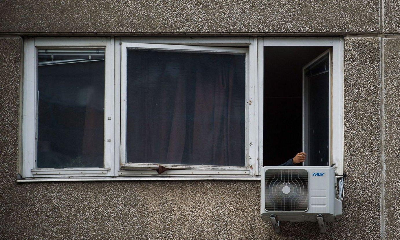 Leiho zaharrek baino isolamendu termiko hobea dutenak jartzea nahi du Jaurlaritzak. ©ZOLTAN BALOGH / EFE