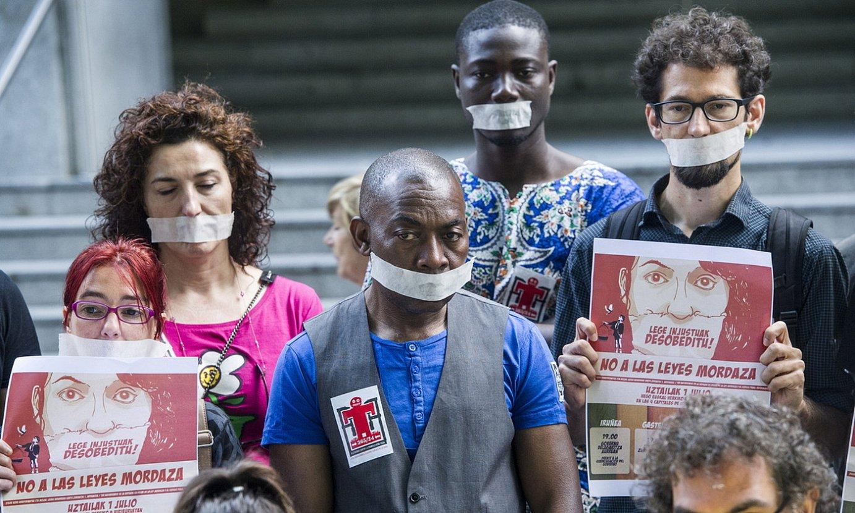 <em>Mozal legearen</em> aurkako protesta bat, Bilbon. ©MARISOL RAMIREZ / FOKU