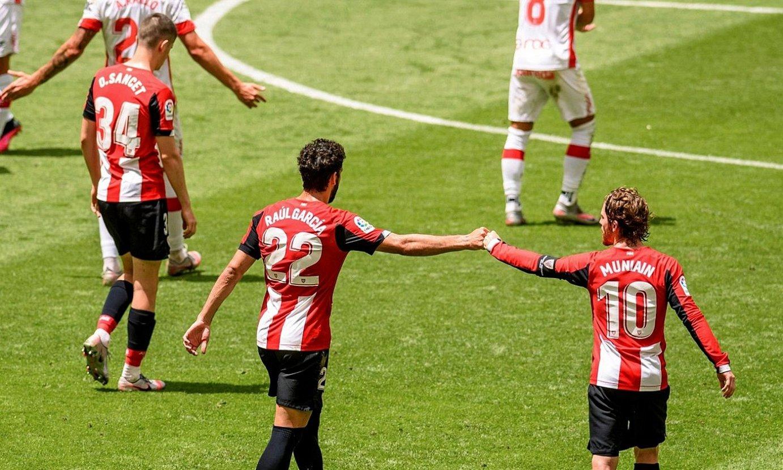 Sancet, Raul Garcia eta Iker Muniain, Mallorcaren aurkako lehian. ©J. ZORRILLA / EFE