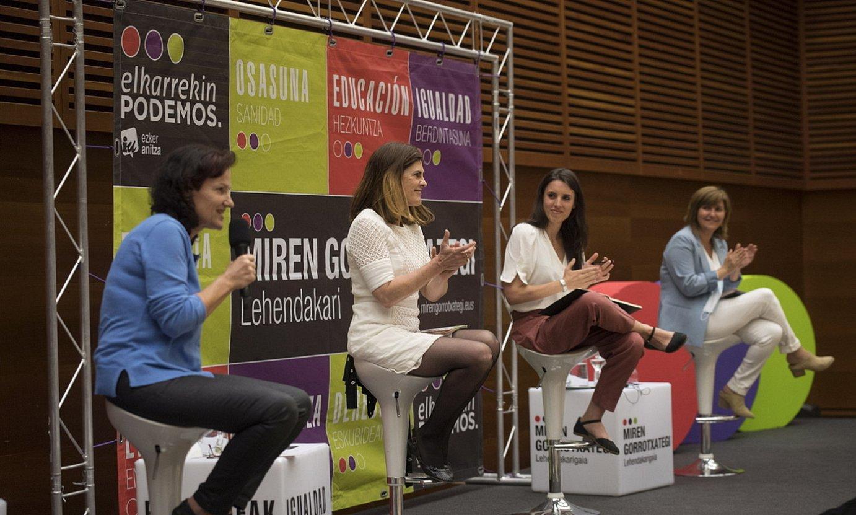 Elkarrekin Podemoseko kideak, Irene Montero Berdintasun ministroa tartean, atzo, Donostian. ©J. C. RUIZ / FOKU