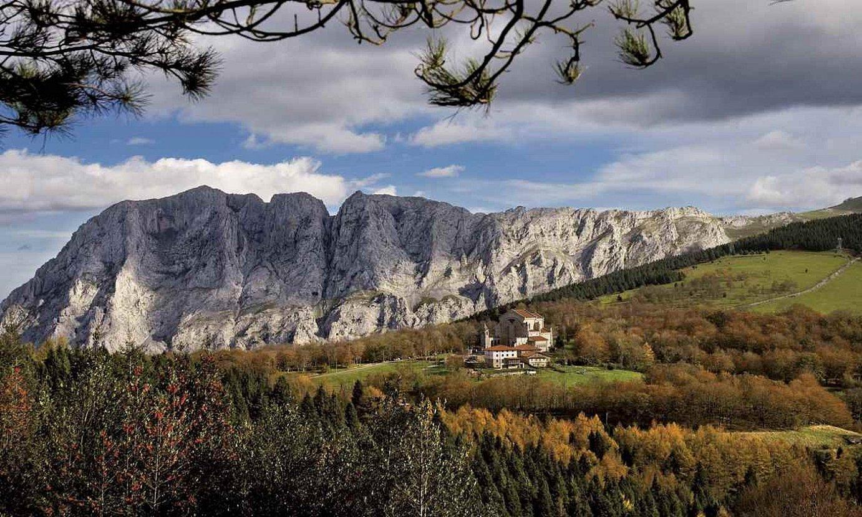 Urkiolako parke naturala eta bertan dagoen santutegia. ©AGUSTIN SAGASTI