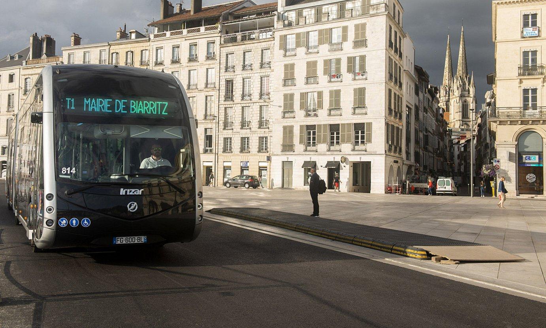 Baionako hirigunean ibiltzen dira Chronoplus autobusak. ©GUIILAUME FAUVEAU