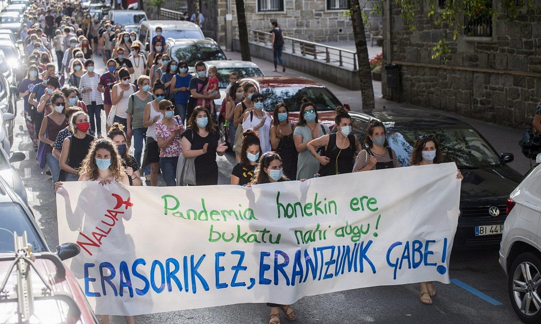 Erasoa gaitzesteko protesta egin zuten atzo Eibarren. ©JUAN CARLOS RUIZ / FOKU