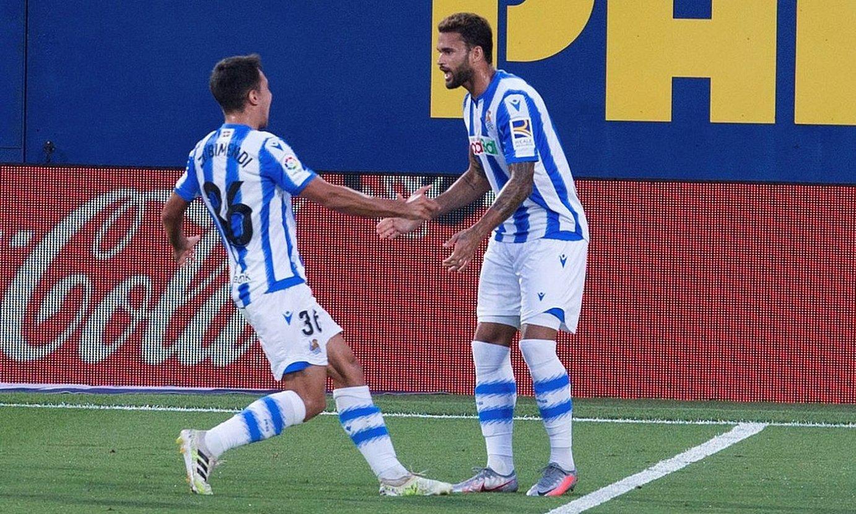 Martin Zubimendi eta Willian Jose, brasildarrak buruz sartutako gola ospatzen. ©DOMENECH CASTELLO / EFE