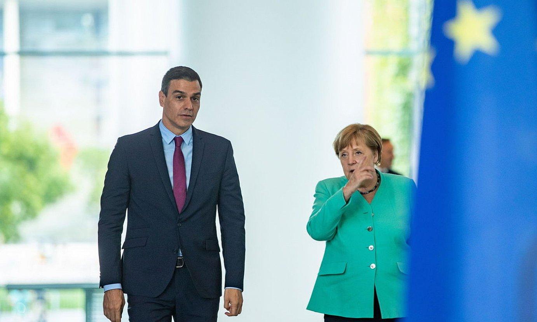 Espainiako presidente Pedro Sanchez eta Alemaniako kantziler Angela Merkel, herenegun. ©HAYOUNG JEON / EFE