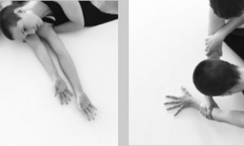 Myriam Perez Cazabon eta Jone Amezaga dantzariak hartzen dute parte <em>Emakumeak</em> emanaldian. ©NODE KONPAINIA