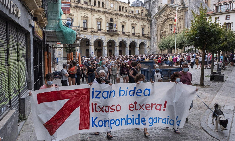 Sare herritar plataformaren manifestazioa, atzo, Hernanin, Itxaso Zalduaren atxiloketa salatzeko. ©JON URBE / FOKU