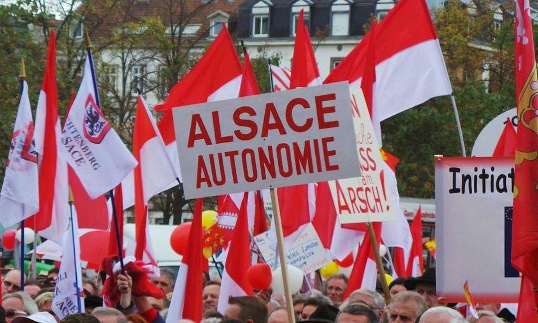 Alsaziaren batasunaren eta autonomiaren aldeko manifestazio bat, Estrasburgon, artxiboko irudi batean. ©BERRIA