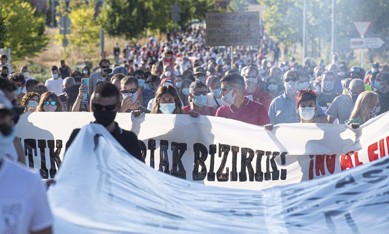 Irati Bizirik taldeak atzo Agoitzen antolatutako protesta. ©JAGOBA MANTEROLA / FOKU