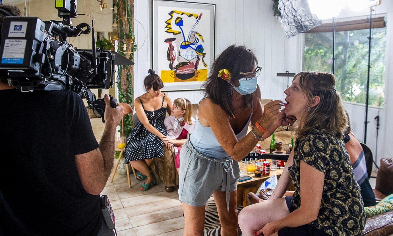 <em>Erlauntza</em> filmeko lantalde guztia aritzen da maskararekin, filmatzen ari diren aktoreak izan ezik. ©LUIS JAUREGIALTZO / FOKU