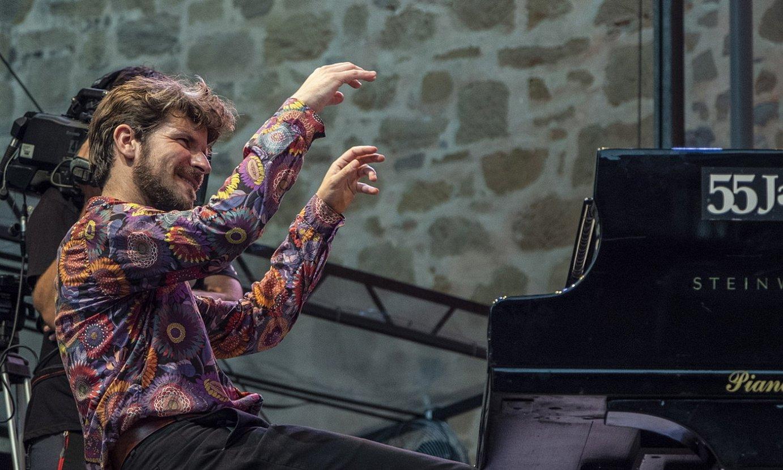 Marco Mezquida pianista, Trinitate plazan, joan den igandean. ©JON URBE / FOKU
