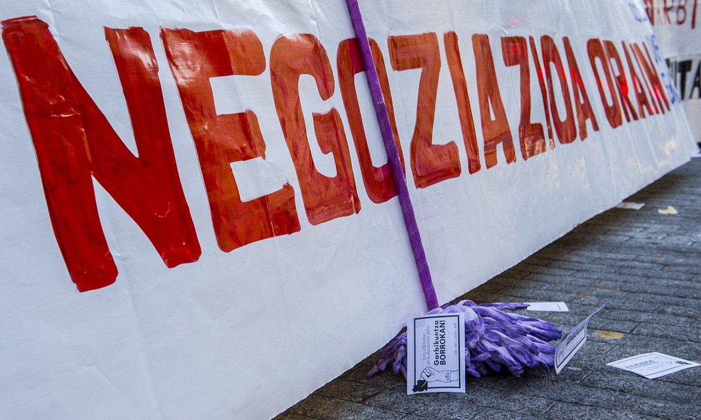 <b>Gatazka.</b> Garbiketako langileen protesta bat, Bilbon. ©MARISOL RAMIREZ / FOKU