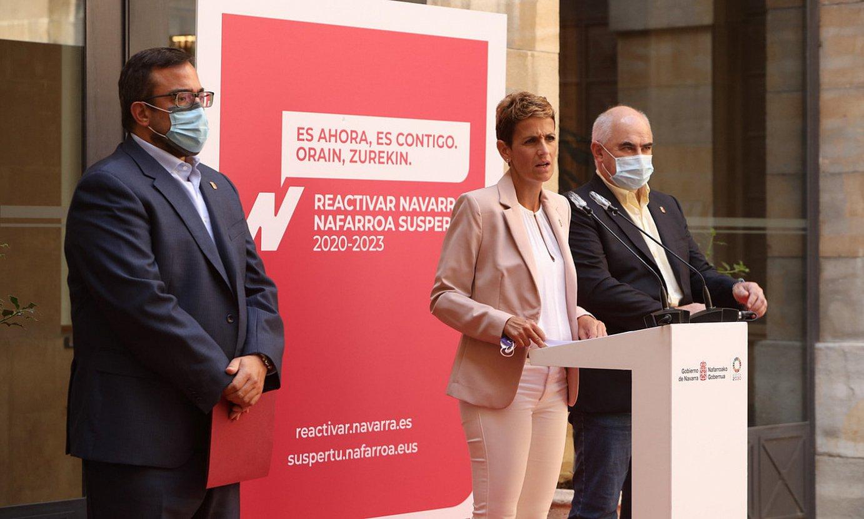 Maria Txibite Nafarroako Gobernuko lehendakaria, alboan dituela bi presidenteordeak, Javier Remirez eta Jose Mari Aierdi. ©NAFARROAKO GOBERNUA