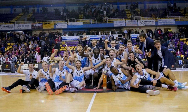 Delteco Gipuzkoa Basketeko jokalariak, Espainiako Printzesaren Kopa irabazi berritan, joan den otsailean, Valladoliden. ©BERRIA